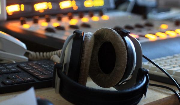 Taller de introducción al medio radiofónico y el podcasting